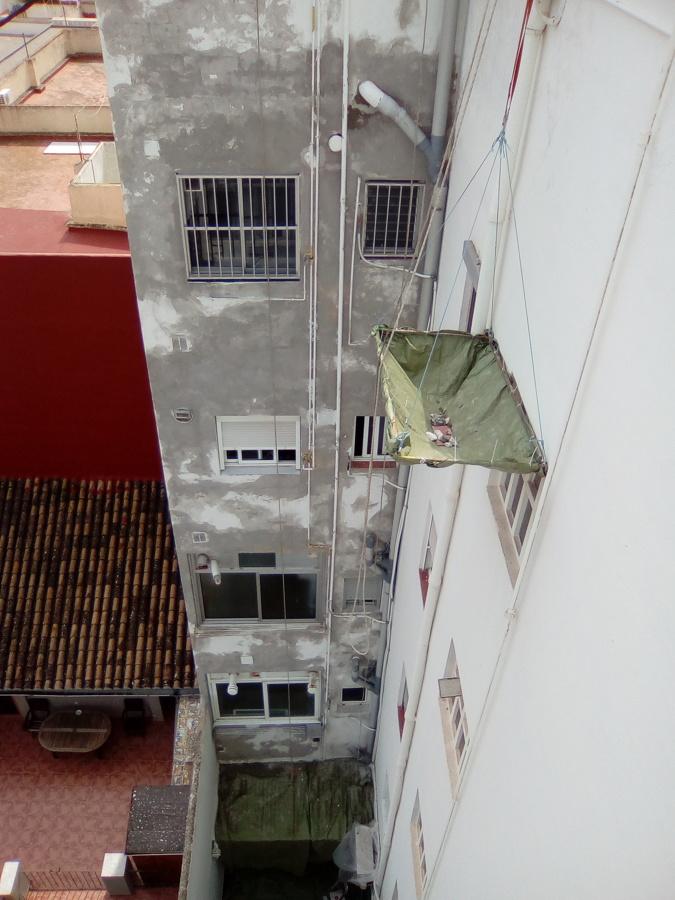 Rehabilitación de una de las fachadas completada.