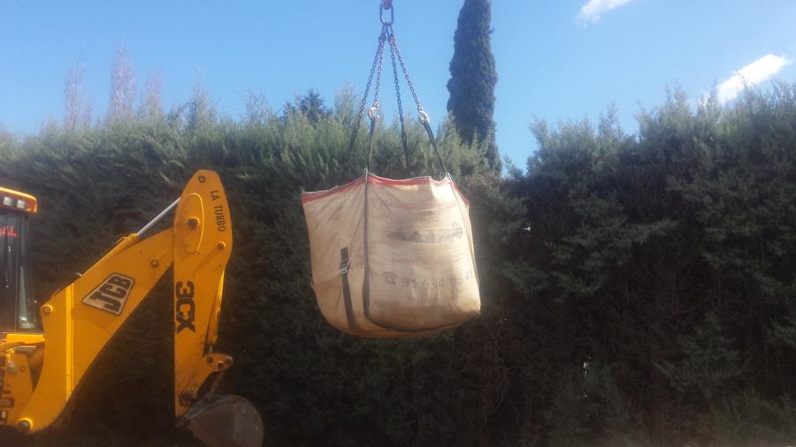 Relleno de tierra vegetal en bigbag