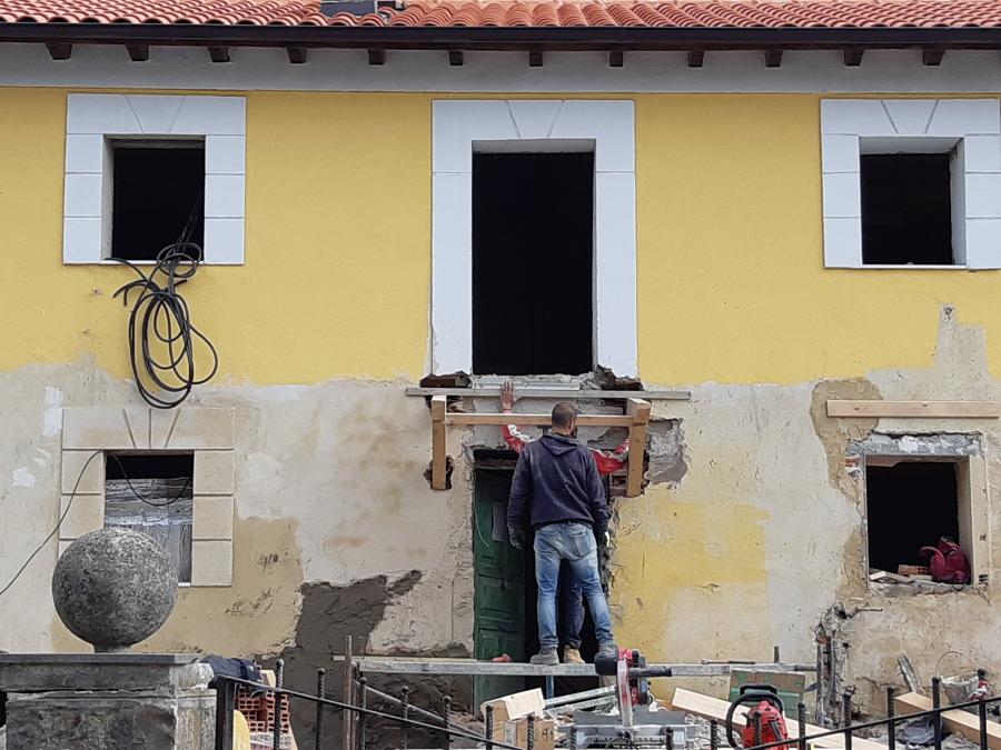 Rematando la fachada