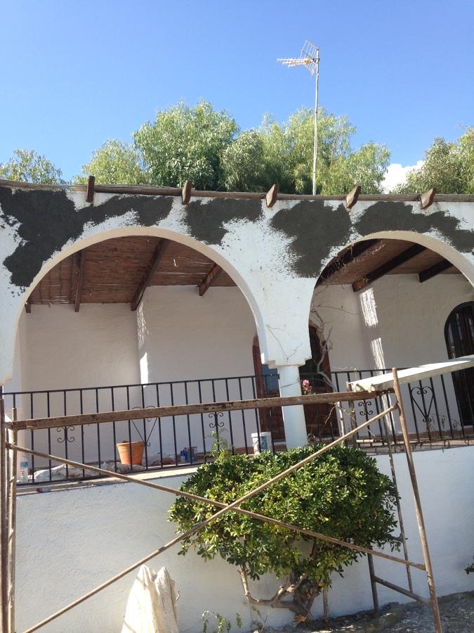Renovación de fachada y aplicación de mortero rústico