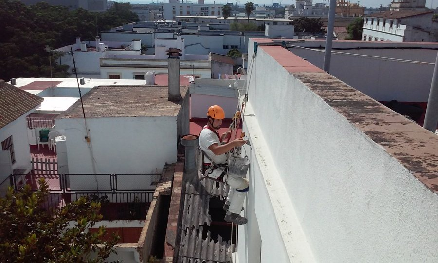 Reparacion de grieta en comunidad por filtracion de agua