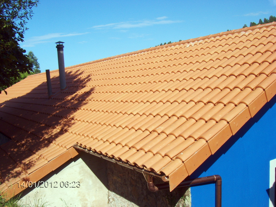Foto restauracion de casa rural de el valle s c 451501 for Cambiar tejado casa antigua
