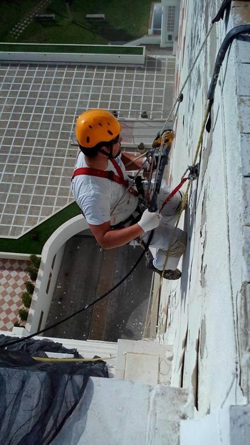 restauracion de fachada con picado fijador y mortero de reparacion marca sika