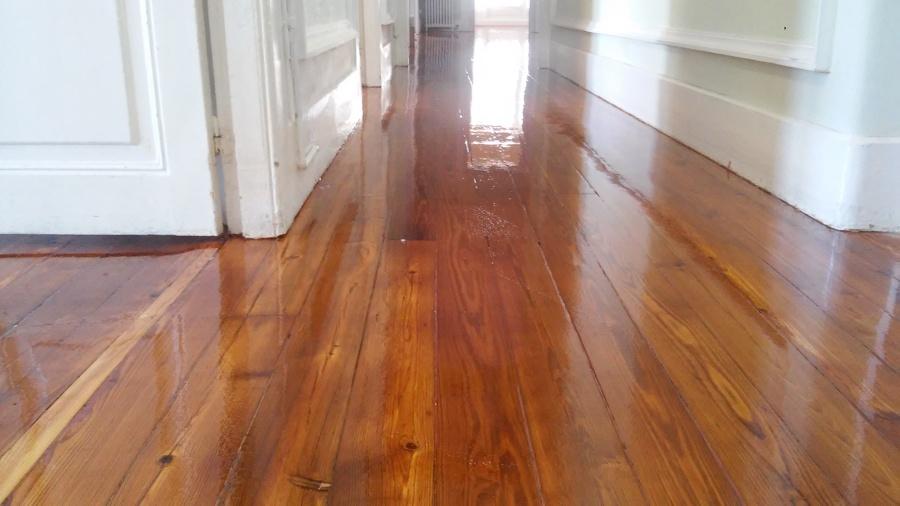 Foto restauracion de suelo madera de moblecor vigo for Restauracion tejados de madera