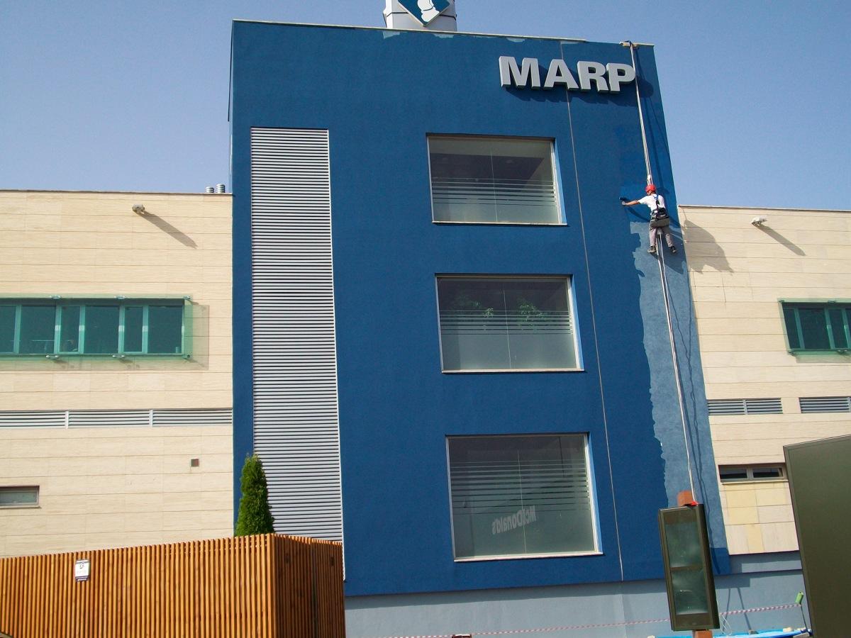 Restauracion fachada edificio rafael boti 2 ideas for Edificios modernos minimalistas