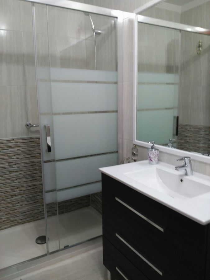 Sustituci n de ba era por plato de ducha y mueble de for Mueble para ducha