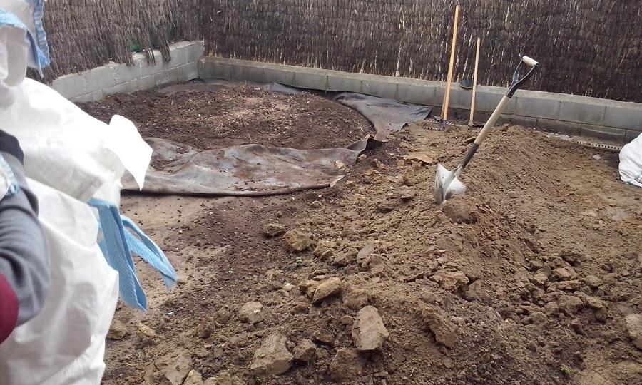 retirada de la terra del jardí