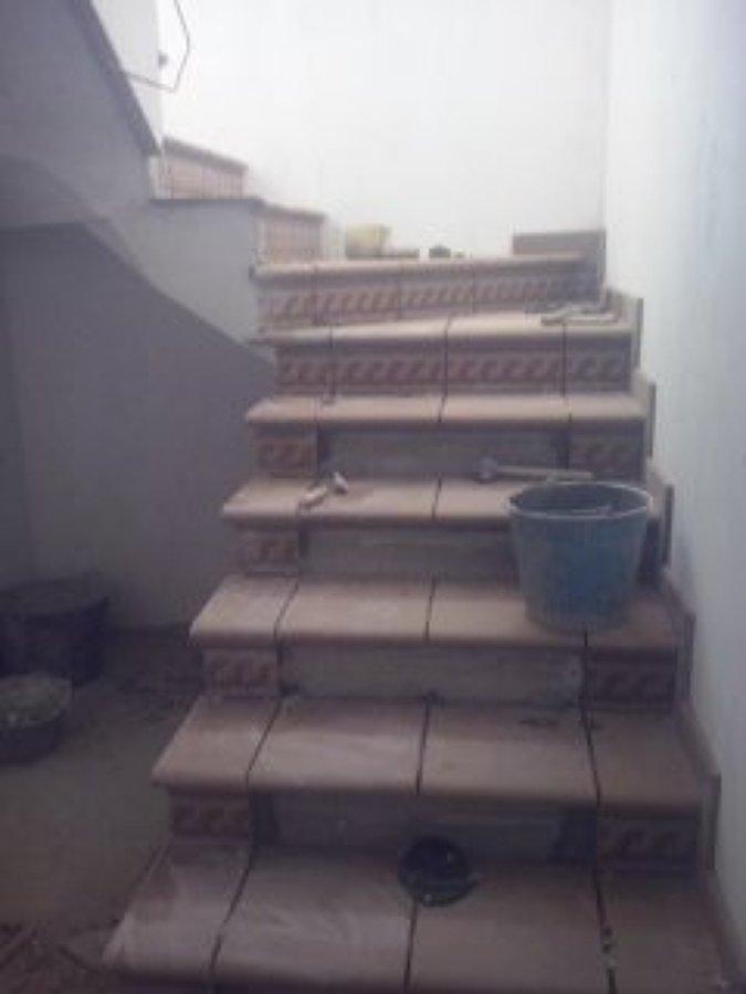 Foto revestimiento de escalera de disame decoracion y - Revestimiento para escaleras ...