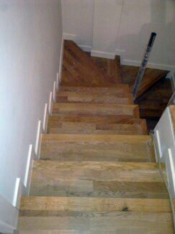 Revestimiento de escalera ideas parquetistas for Materiales para construir una escalera