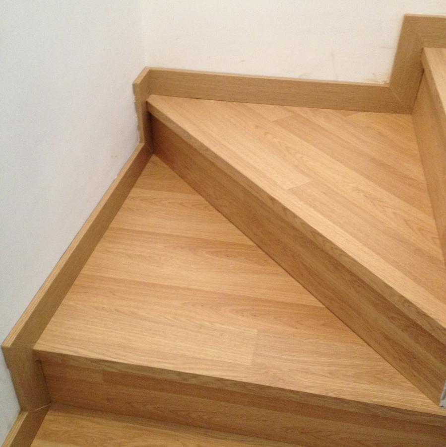 Foto revestimiento de escaleras con tarima flotante de al - Fotos tarima flotante ...