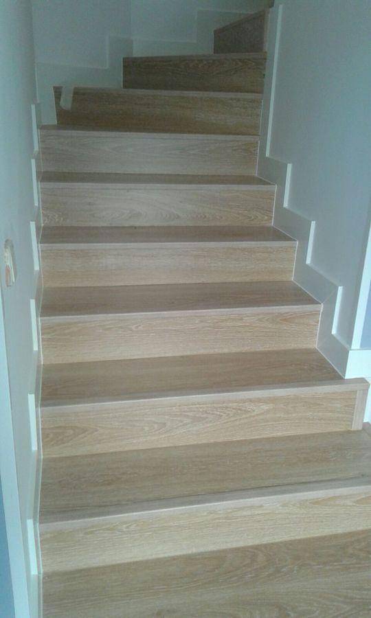 Revestimiento de escaleras con tarima laminada parquecite ideas parquetistas - Revestimiento para escaleras ...