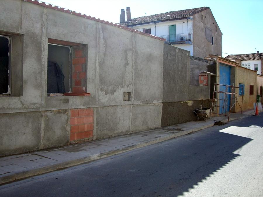Revestimiento de mortero de la fachada previo regularización de la misma