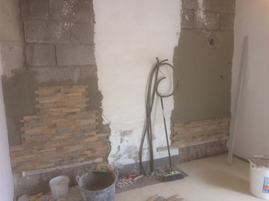 Imitacion piedra pared cheap dequatr muebles y decoracion - Imitacion piedra para paredes ...
