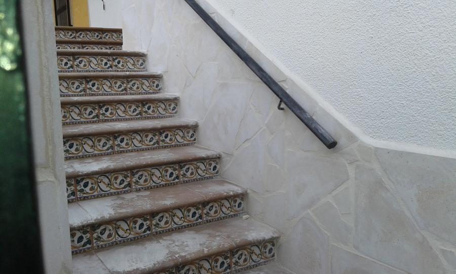 Revestimiento escaleras patio