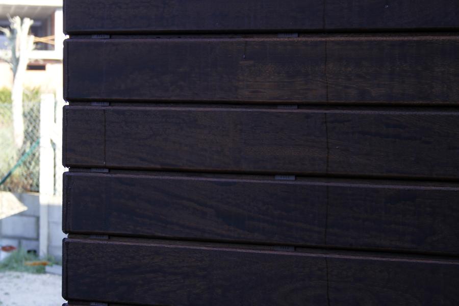 Foto revestimiento exterior con madera angel n pedra - Loseta madera exterior ...
