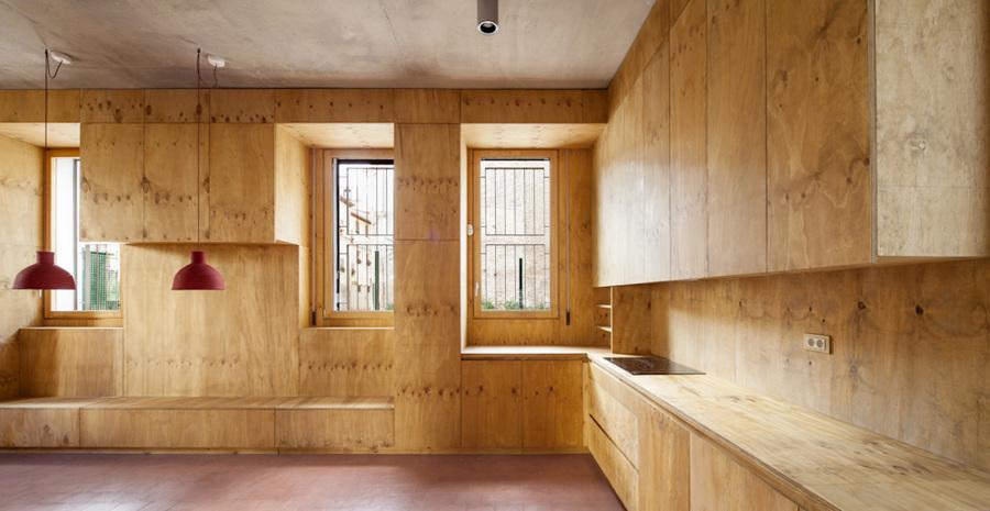 Un sorprendente casa donde interior y exterior se for Revestimiento interior madera