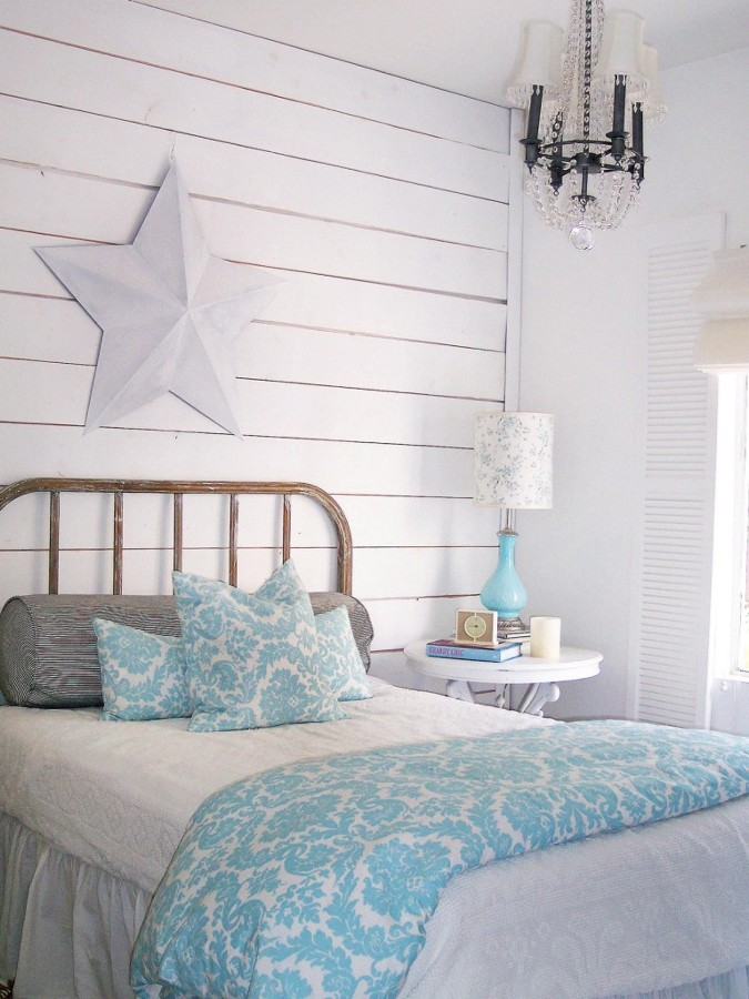 RMS-homemom_shabby-chic-guest-bedroom-wood-planks_s3x4.jpg.rend_.hgtvcom.1280.1707-768x1024
