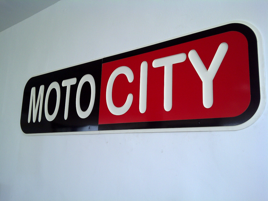Rótulo corpóreo en PVC laminado - Oficinas Motocity Palma de Mallorca