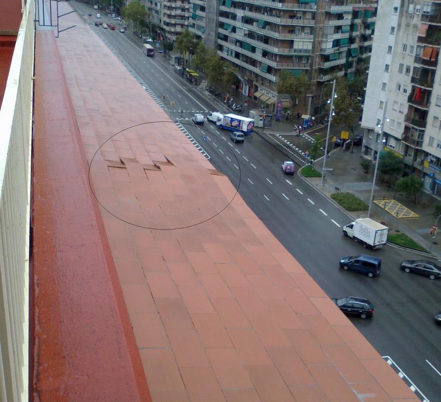 Rotura con peligro de caída a vía pública
