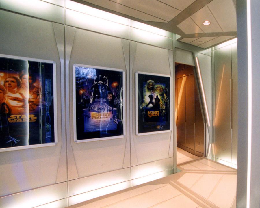 Sala-de-cine-Stars-Wars-pasillo