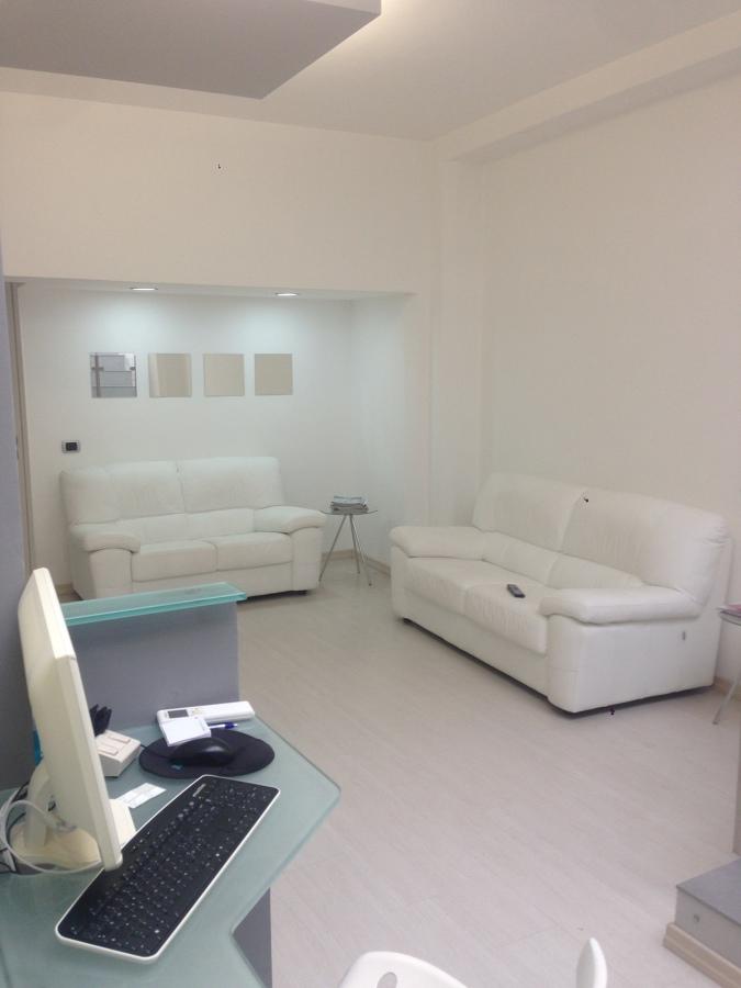 Sala de espera y desk