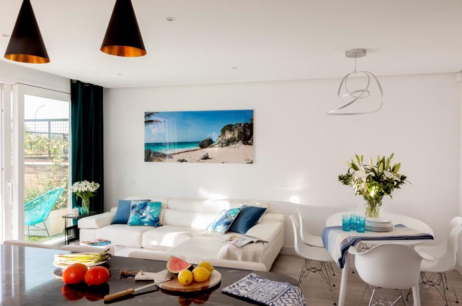 Sala de estar - comedor con cocina integrada