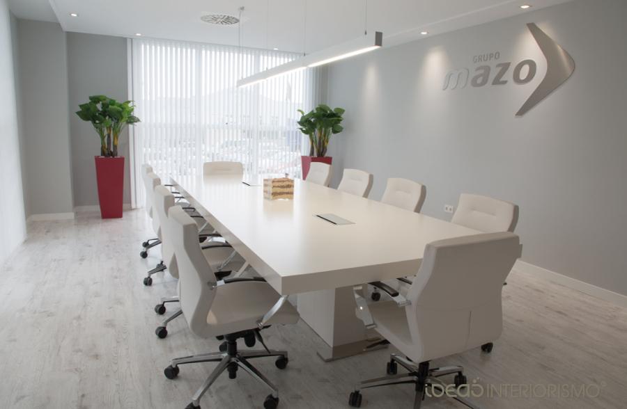 Foto sala de juntas del grupo mazo de ideas interiorismo for Imagenes de oficinas minimalistas