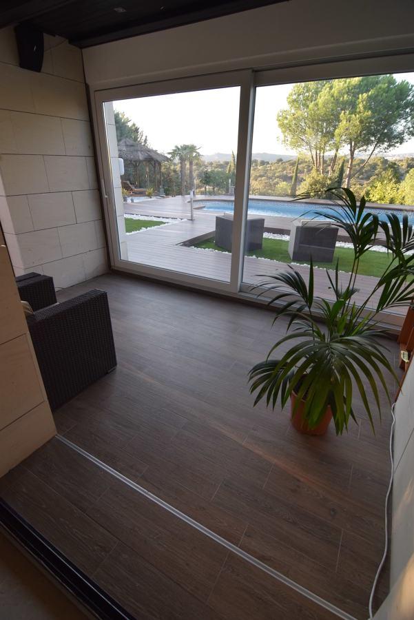 Sala relax. Ventana corredera elevable+pavimentado porcelánico