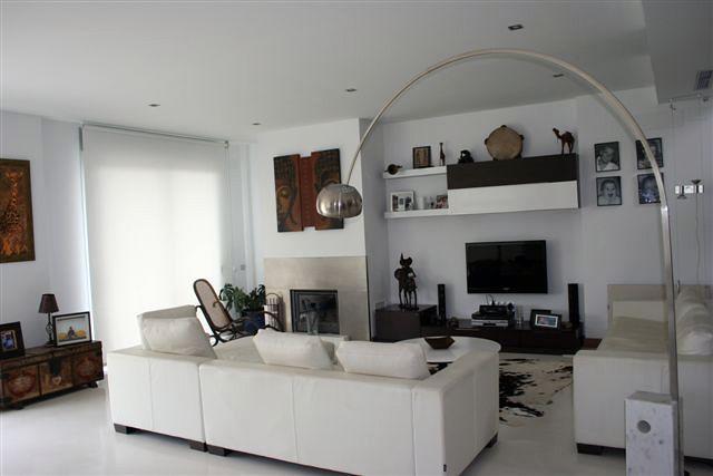 Foto salon chimenea de ibiza house proyectos y reformas - Salon con chimenea ...