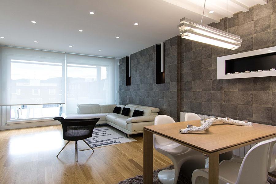Una deliciosa casa en blanco y negro ideas reformas for Paredes imitacion madera