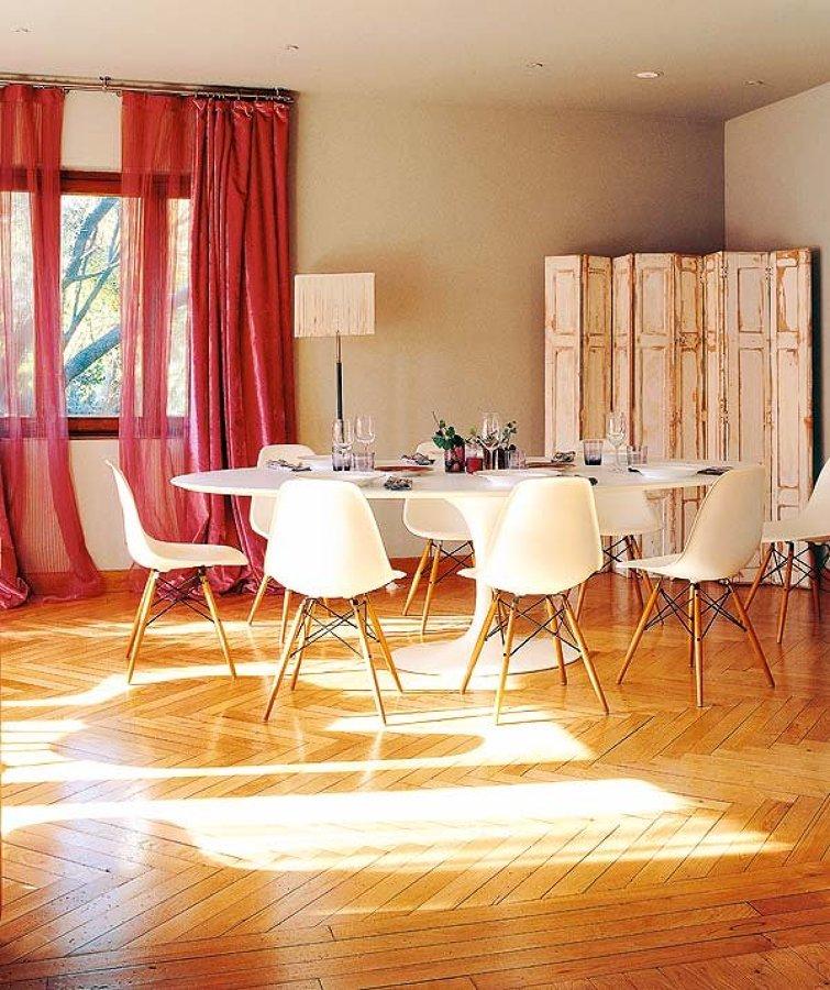 Mi casa est pasada de moda la decoraci n m s controvertida ideas reformas viviendas - Salon comedor clasico ...