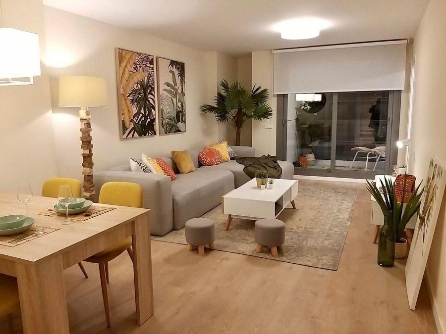 Salón comedor con sofá de funda textil