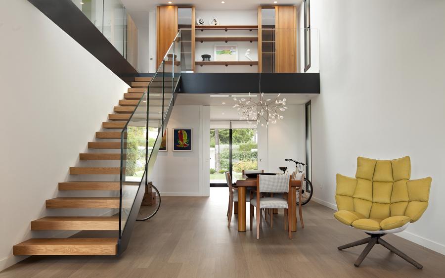 Foto sal n comedor escalera y doble altura de manuel for Salones con escaleras interiores
