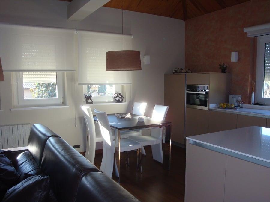 Foto salon comedor y cocina integrada de intrade - Cocina salon comedor ...