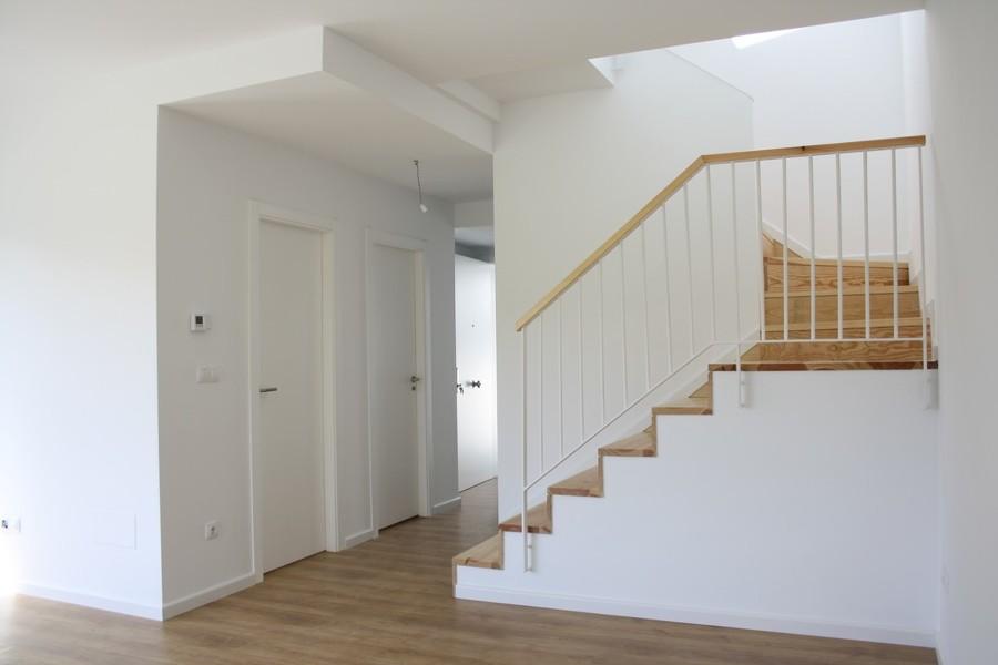 Salón comedor y escalera