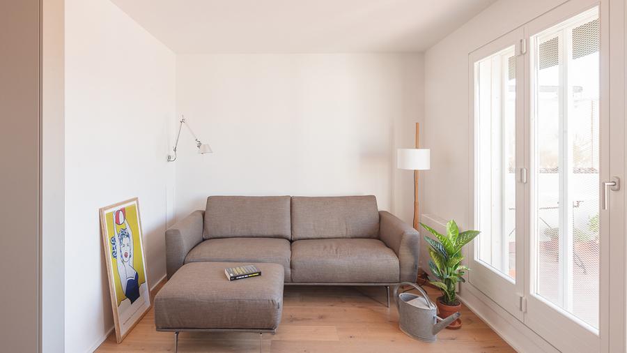 salón cómodo y sencillo