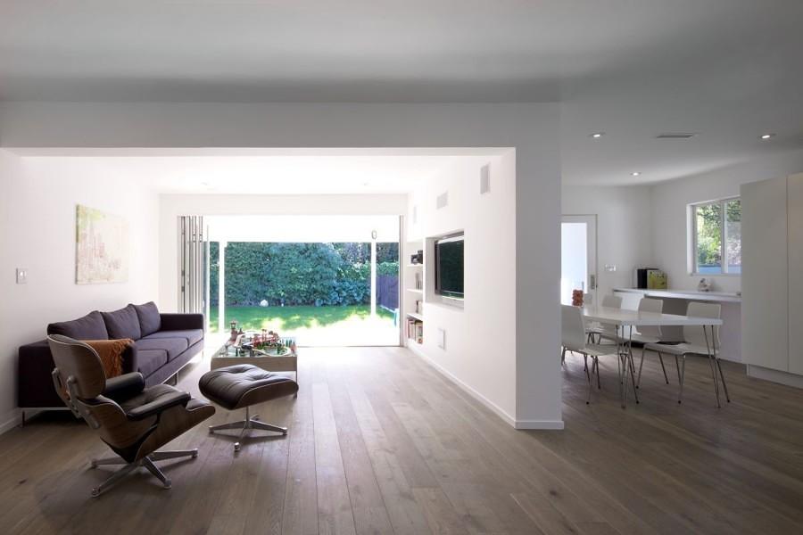 Salón comunicado con la cocina con pared de pladur