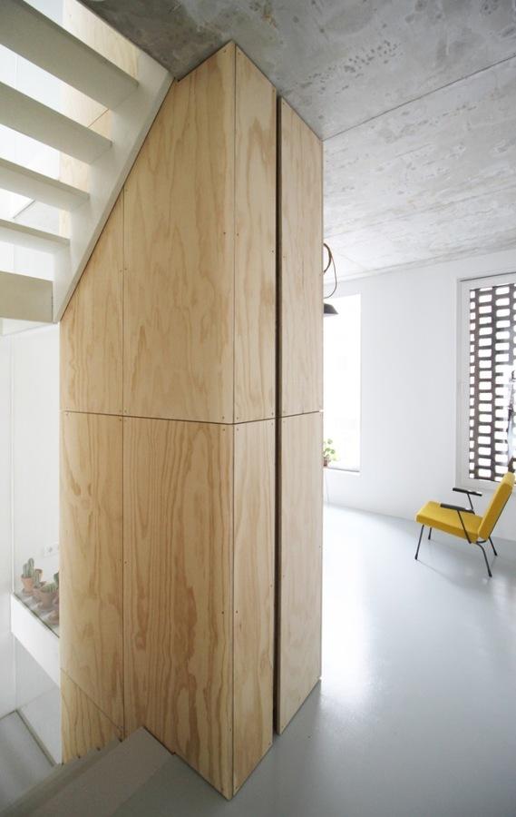 salón con aplacado de madera