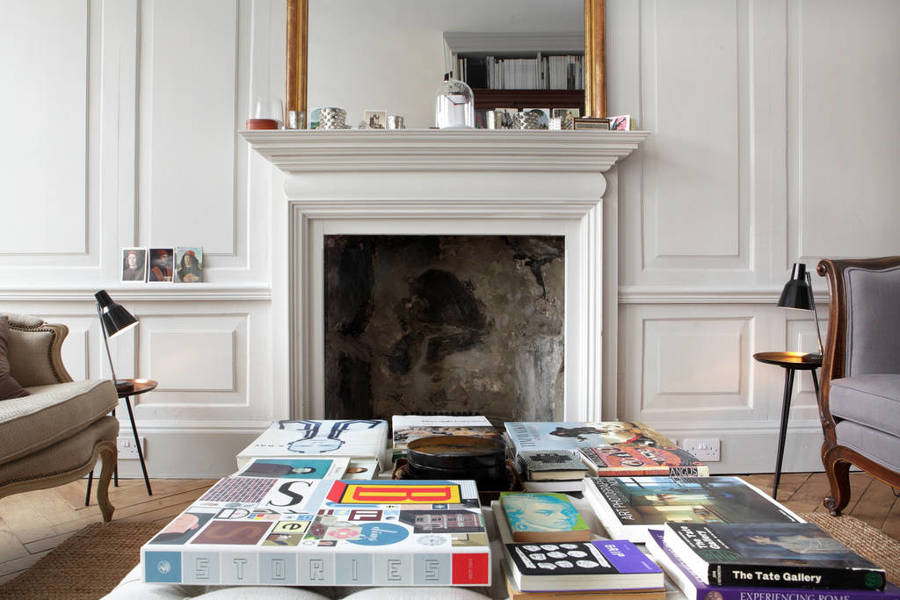 Salón con chimenea clásica