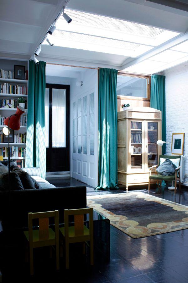 Salón con cortinas hasta el suelo