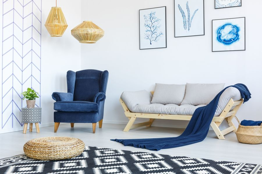 Salón con detalles en azul clásico