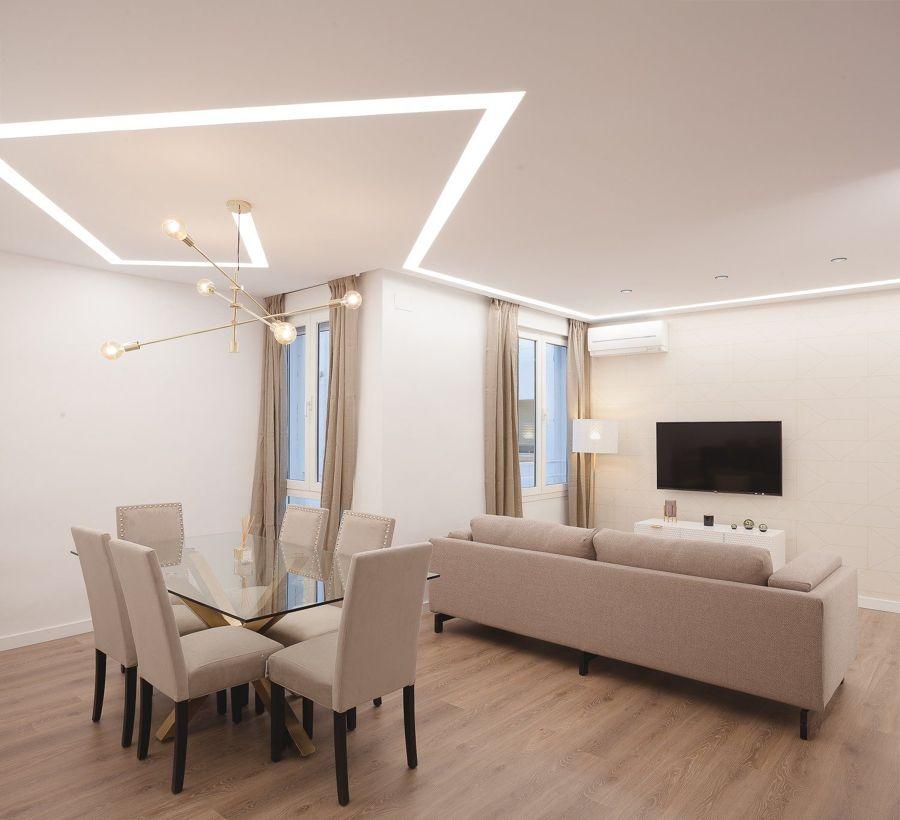 Salón con iluminación LED.