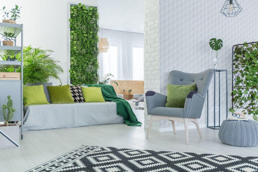 Salón con jardín vertical