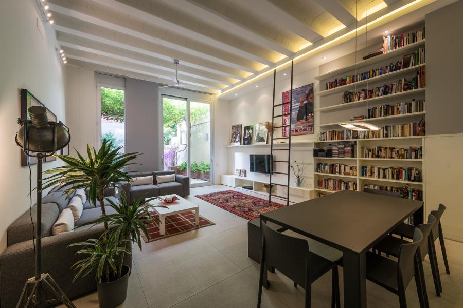 Salón con librería | Maurici Serrahima - STANDAL