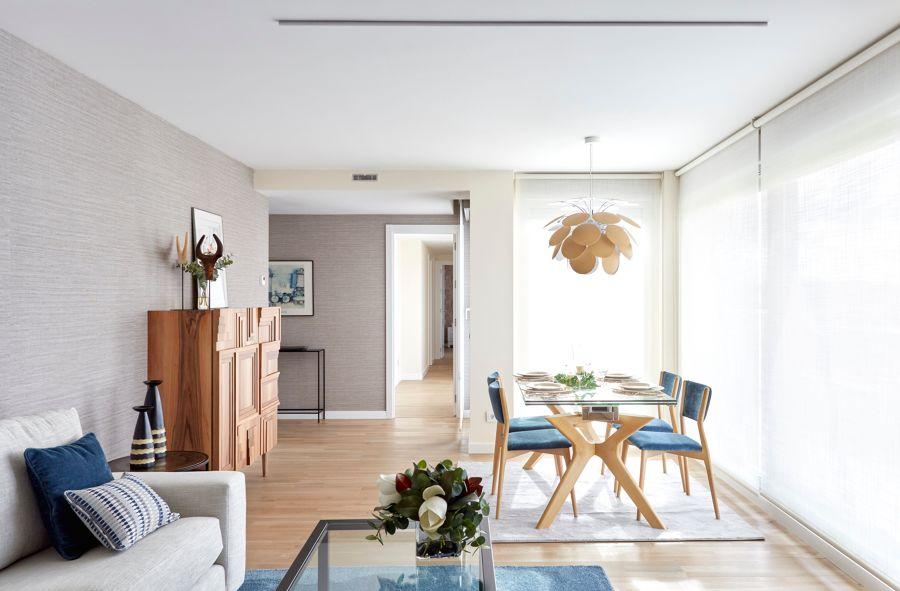Salón con mesa de comedor rectangular