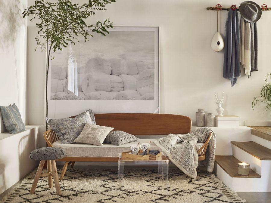 Salón con mobiliario de obra y piezas a medida