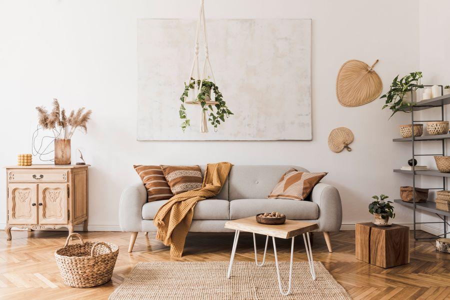 Salón con mobiliario vintage y detalles en fibra