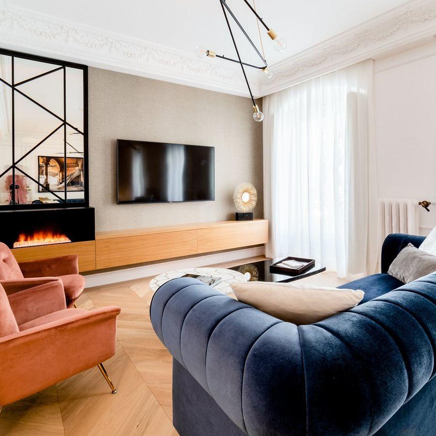 salón con molduras decorativas