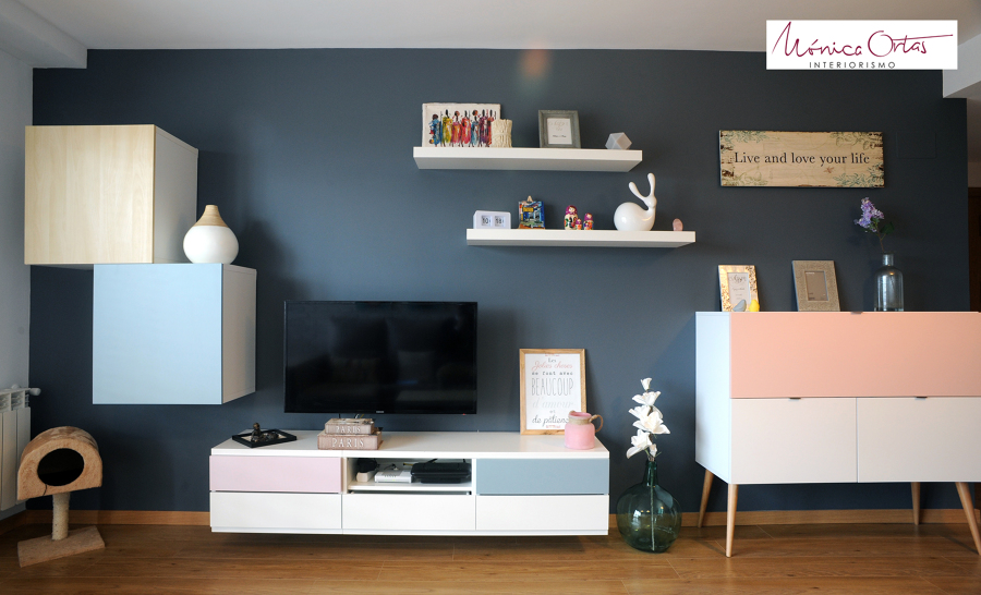 Salón con mueble de televisión