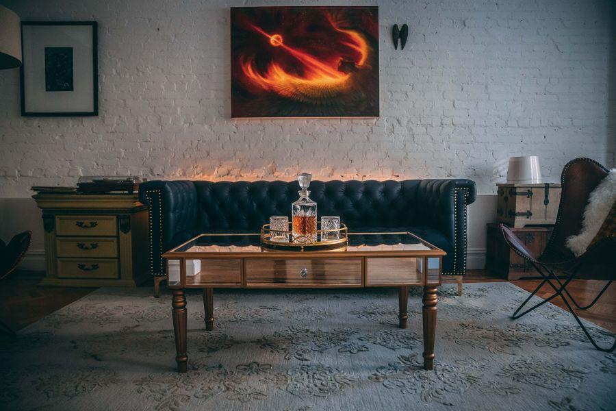 Salón con mueble vintage
